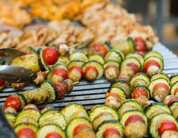 Gemüsespiesse mediterranes Grillbuffet